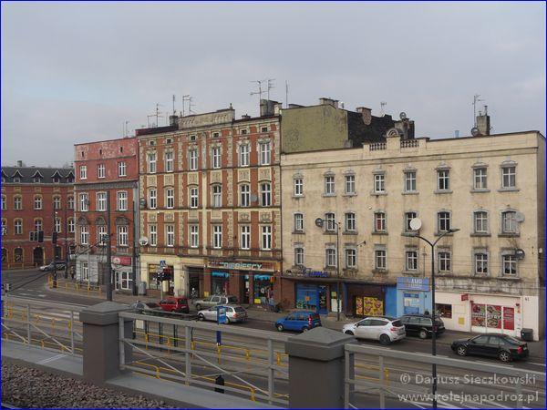 Chorzów Batory - widok z peronu na ulicę Armii Krajowej