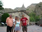 Balról barátunk és mentorunk Borbély László (Zsebián), aki egyben idegenvezető is. Neki köszönhetően feledhetetlen volt az örményországi tartózkodásunk. Amennyiben az örmények földjén jársz, feltétlenül vedd fel vele a kapcsolatot a zsebian@gmail.com emal címen. Jobbról Szedelényi János (Jani) jereváni házigazdánk