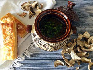 Грибна юшка з білих сушених грибів: покроковий рецепт