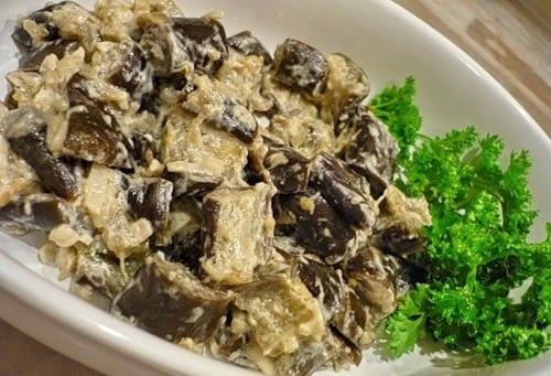 Баклажани, тушені з грибами в сметані