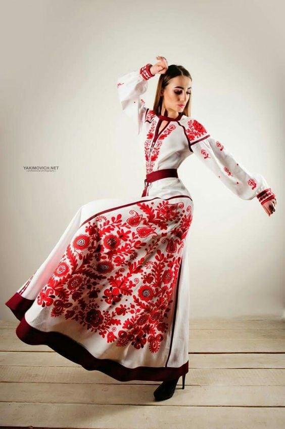 современные вышитые платья