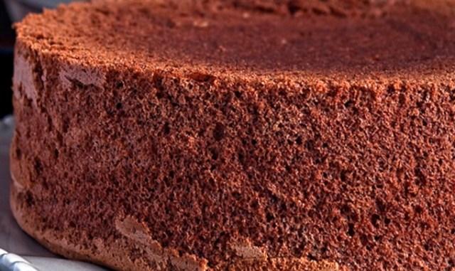 Класичний шоколадний бісквіт: покроковий рецепт з фото