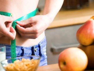 Як схуднути до літа: 11 продуктів, що спалюють жир в області боків і живота