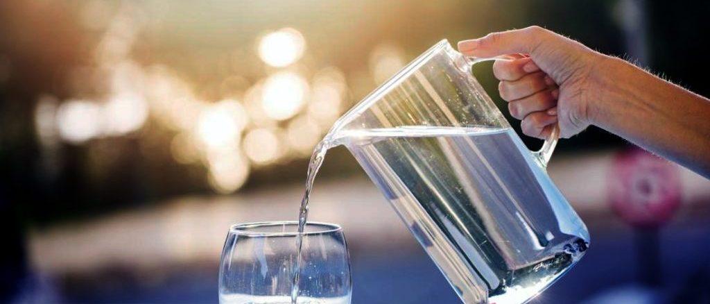 Пиття води натще може послабити симптоми 22 хвороб. Ось вони!