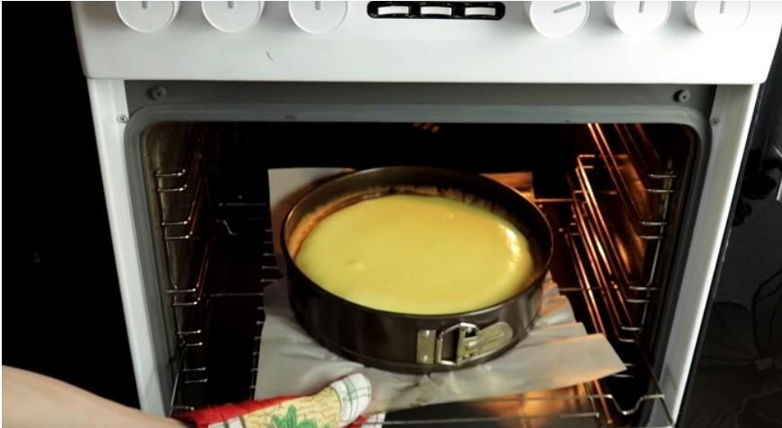 Ванільний сметанник — ніжний та ароматний пиріг із доступних продуктів!