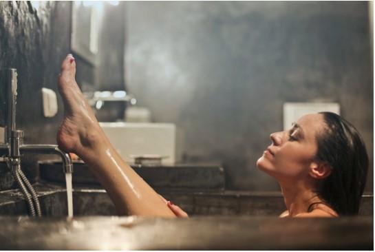 Чому варто частіше приймати теплу ванну?