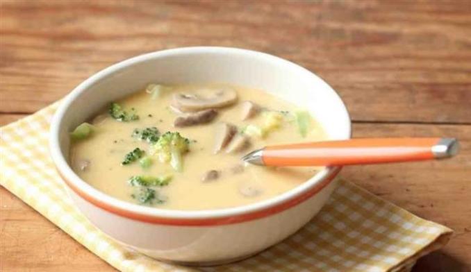 Сирний суп з грибами і брокколі