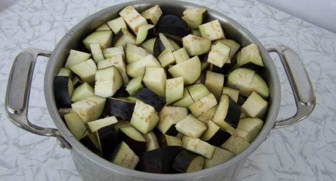 Пікантний і ситний салат зі смаком грибів — баклажани з часником на зиму
