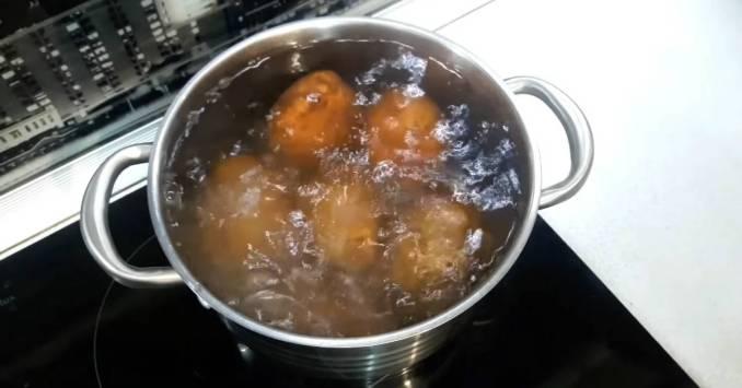 Дуже смачна та ароматна — запечена картопля з часником та кропом в духовці