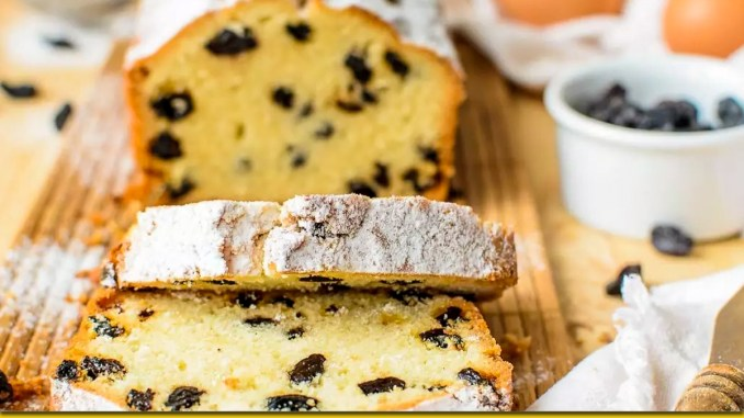 Повітряний кекс з родзинками на кефірі — неймовірно смачний та пишний. До чаю!