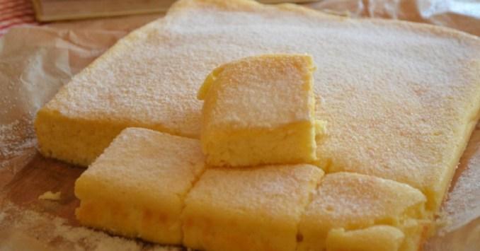 Сирний пиріг — просто змішайте все і поставте в духовку! Виходить ніжним і повітряним