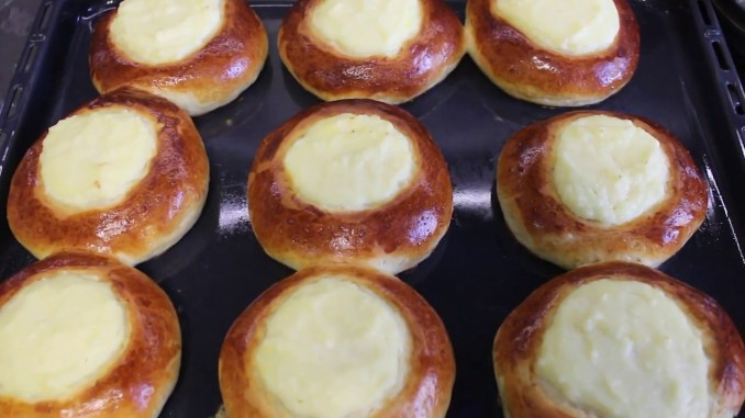 """""""Давно шукала рецепт такого тіста і нарешті знайшла"""": пишні ватрушки з сиром. Рецепт здобного тіста"""