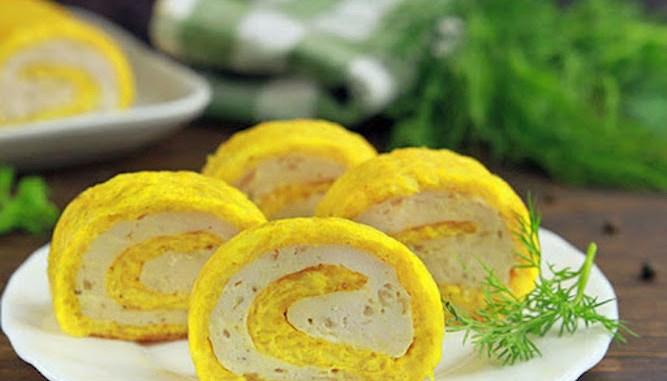Беремо стакан сиру і стакан курячого фаршу та готуємо шикарний рулет на свято або на щодень