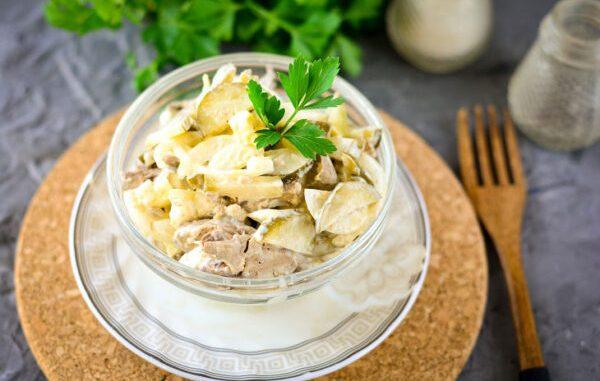 """Салат """"Пасажирський"""" — смачний рецепт з простих продуктів"""