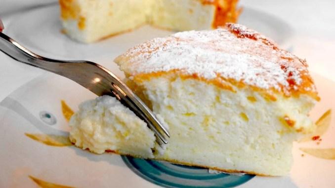 Пиріг на йогурті з чотирьох яєць, який просто тане в роті! Виходить смачним та пишним, як хмаринка!