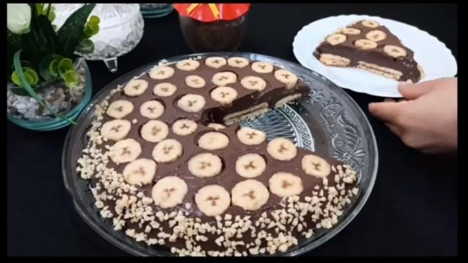 Банановий торт без духовки — легкий і смачний рецепт