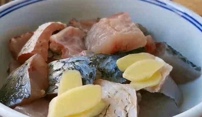 Як смачно пожарити рибу — ліниве панірування та шикарний соус