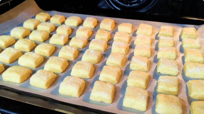 Беру кефір і через 15 хвилин смачне печиво до чаю готове. Найпростіший рецепт!
