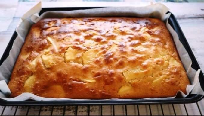 Яблучний пиріг за 20 хвилин! Простий і смачний