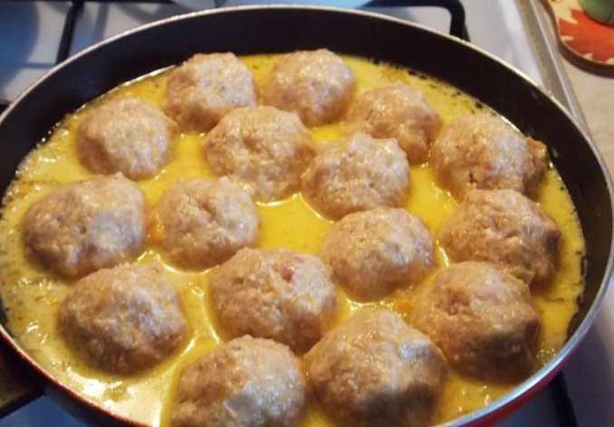 Оригінальна і смачна страва з фаршу і картоплі. Такий обід смакує і дітям, і дорослим!