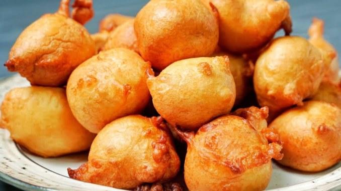 Пишні і повітряні пончики на кефірі за 15 хвилин: найпростіший рецепт без дріжджів і розкочування тіста