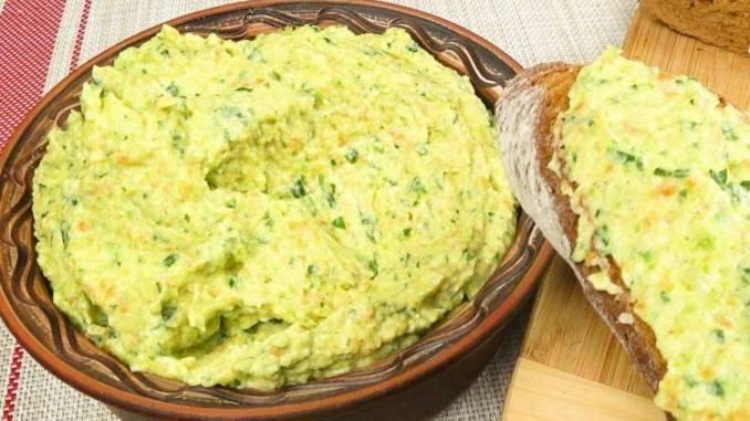 Смачна намазка на хліб з кабачків — сніданок, перекус, або закуска!