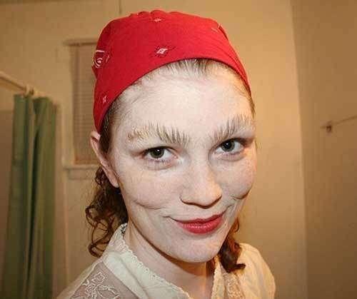 1443697230_it-s-eyebrows-not-eyelashes-photo-u1