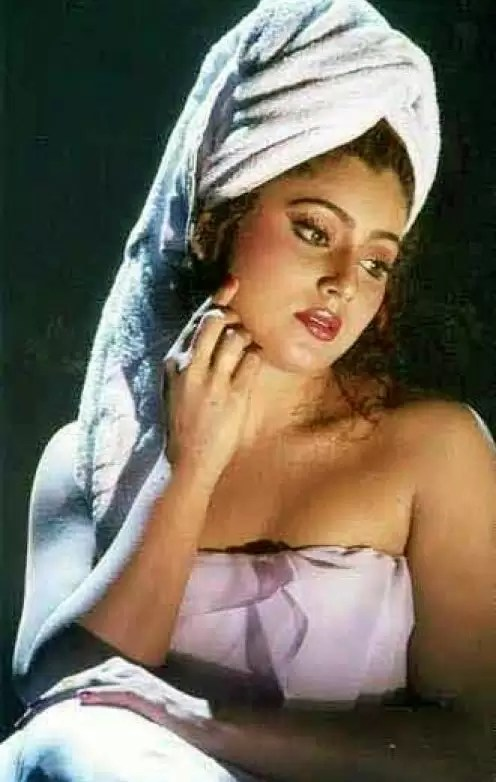south-indian-actress-aking-bath-pictures-14
