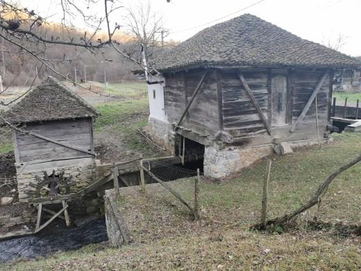 Vodenica i valjarica Sretenovića