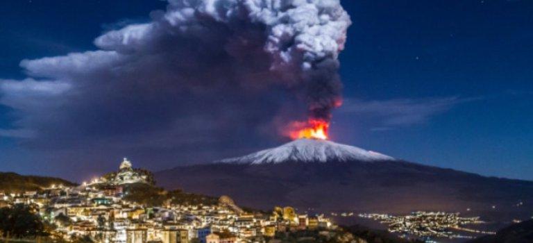 """Η έκρηξη στο ηφαίστειο της Αίτνας, με τα """"μάτια"""" της ΕΜΥ"""