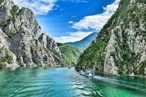komani-lake-ferry