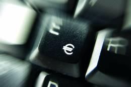 Die IT-Kosten senken symbolisch steht hierfür eine Tastatur