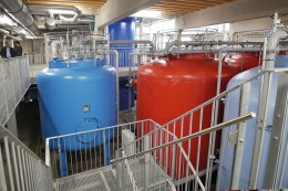 In den CARIX-Behältern im Wasserwerk Moos bei Deggendorf wird Trinkwasser über ein Ionenaustauschverfahren enthärtet und darin enthaltenes Sulfat, Nitrat und Chlorid reduziert.