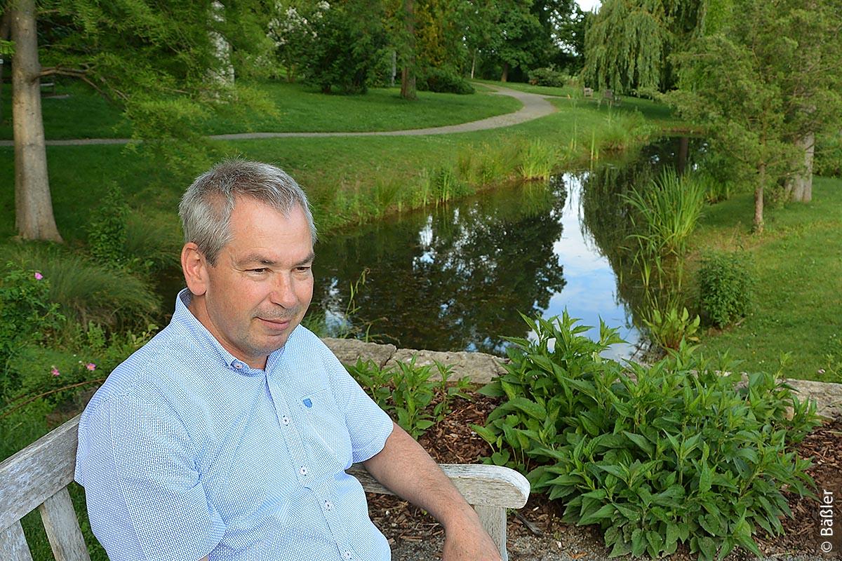 Rainer Bäßler erholt sich nach erledigter Arbeit an der Plieninger Aussicht.