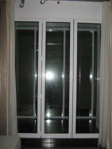 закртые двери гармошка в квартире