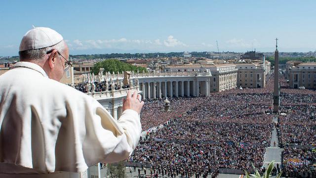 Paus Frasiskus saat Misa Paskah di Vatikan