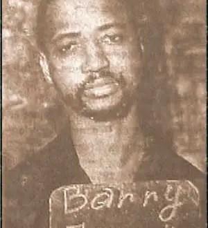 Lorsqu'on lisait à la radio guinéenne les éditoriaux du doyen Petit, tout le monde devait s'arrêter, quoiqu'il fasse, pour l'écouter.