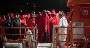 Des migrants sauvés le long de la route entre le Maroc et l'Espagne arrivent à Malaga, en Espagne, le 20 juillet 2019. (Jesus Merida, Sopa Images / LightRocket / Getty Images)
