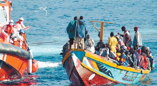 Une opération de sauvetage en mer au large des îles Canaries en 2006. Photographie de Noborder Network. (CC BY 2.0)