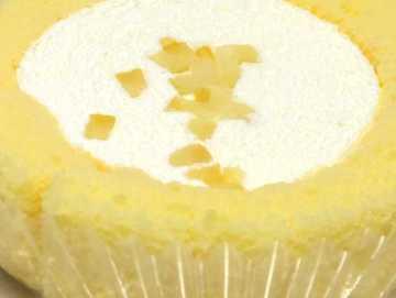 コンビニスイーツだ_プレミアムレモンとフロマージュブランのロールケーキ【ローソン】中身02