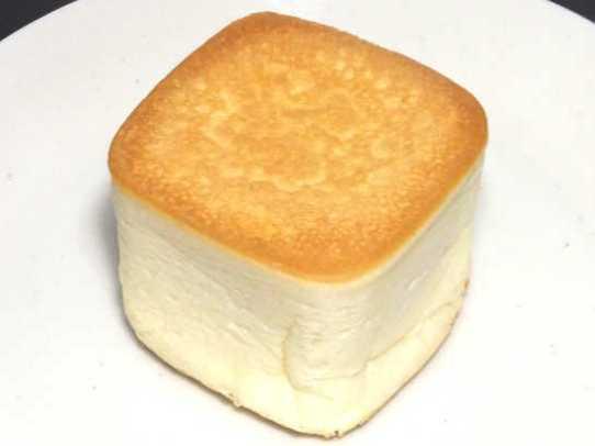 コンビニパンだ_リンゴの入った四角いクリームパン 北海道小麦・春よ恋【ローソン】中身01