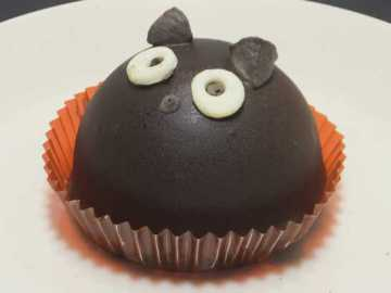 コンビニスイーツだ_ハロウィン 黒猫チョコケーキ【セブンイレブン】中身01