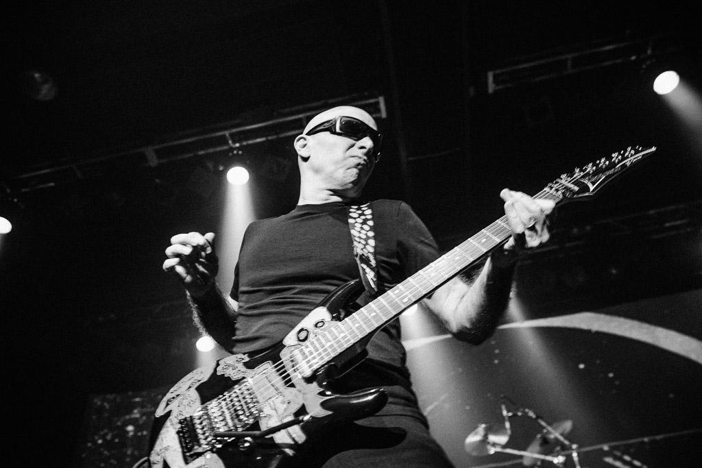 Joe Satriani, Amager Bio
