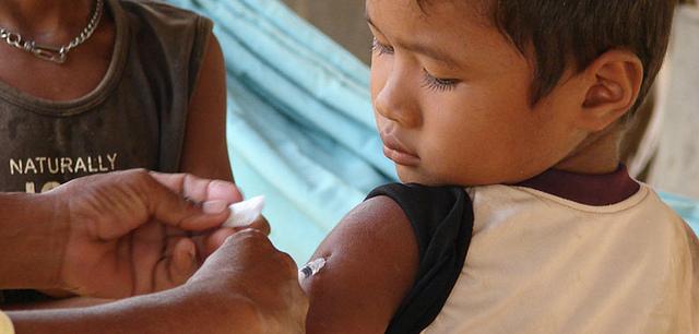 Wyjazd zdzieckiem wtropiki aszczepienia na choroby tropikalne Image