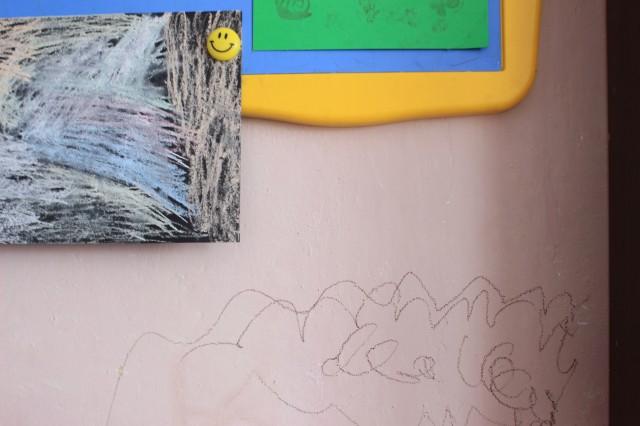 Dziecko rysuje po ścianie – jak na to zareagować ico dalej zrobić Image