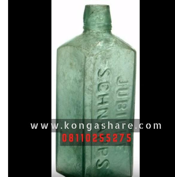Make money with Old Items, Old Schnapps bottle, Kerosene Lamp, old Kerosene Lamp, old singer sewing machine