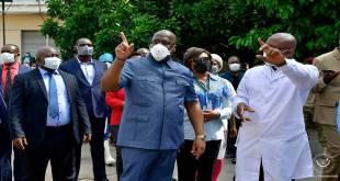 Fatshi, Président de la RDC, rend visite aux malade dans une hôpital de Kinshasa.