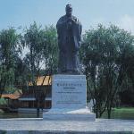 树立孔子铜像
