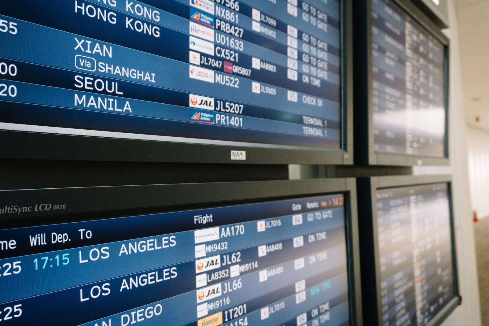 国際線の搭乗手続きに必要なものは?