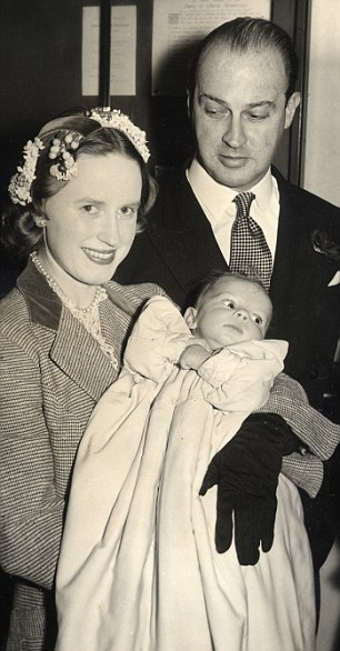 163b42d9000005dc-0-gavin_welby_and_wife_jane_with_justin_welby_at_his_christening_h-m-7_1460211544394